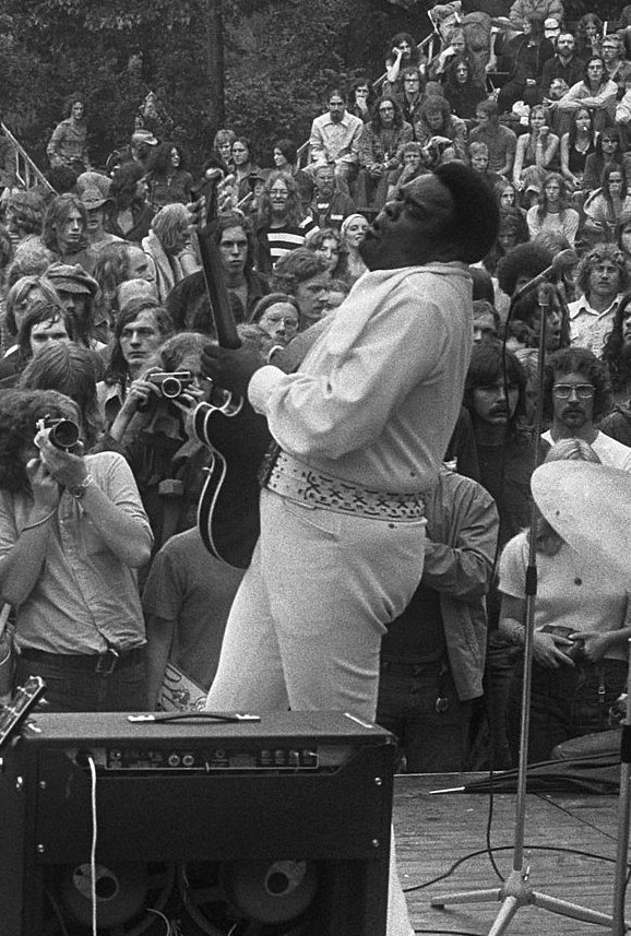 Freddie King wowing the crowd on stage, another of the greatest guitar players from this period