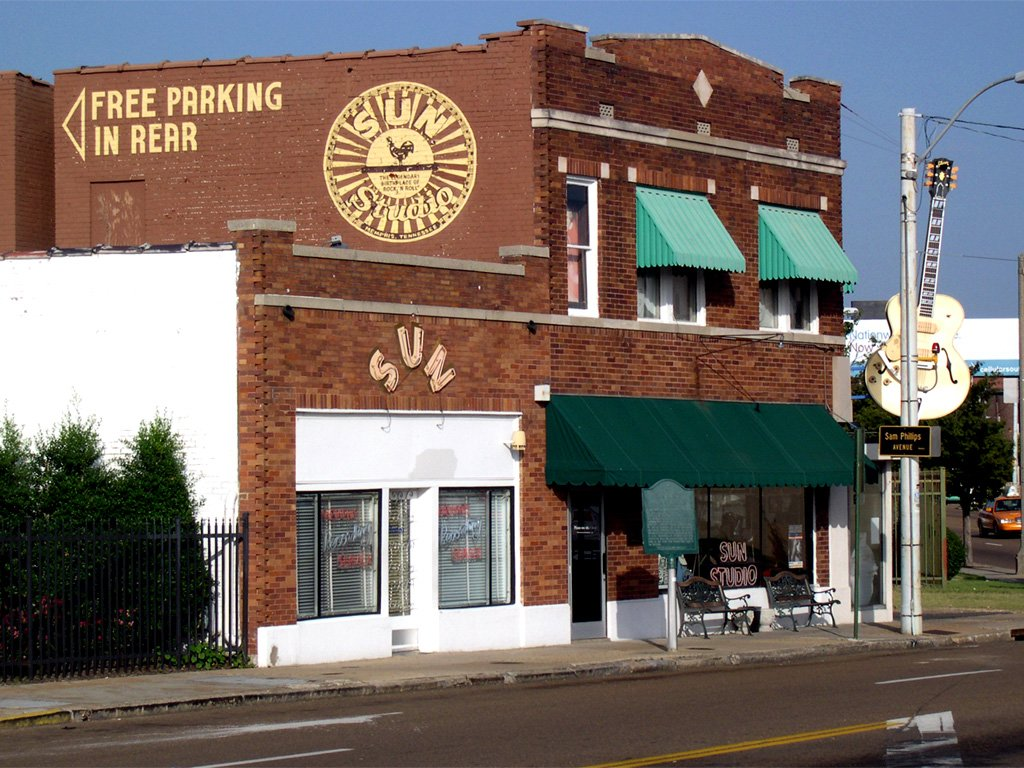 outside shot of sun studios iin memphis where many of the greatest guitar players recorded